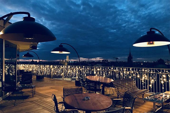 Vue panoramique de la terrase du restaurant Ma Biche sur Le Toit